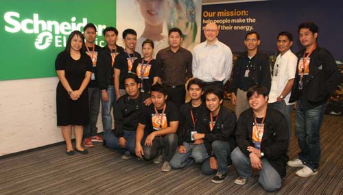 Team Leepad with Schneider Electric officers